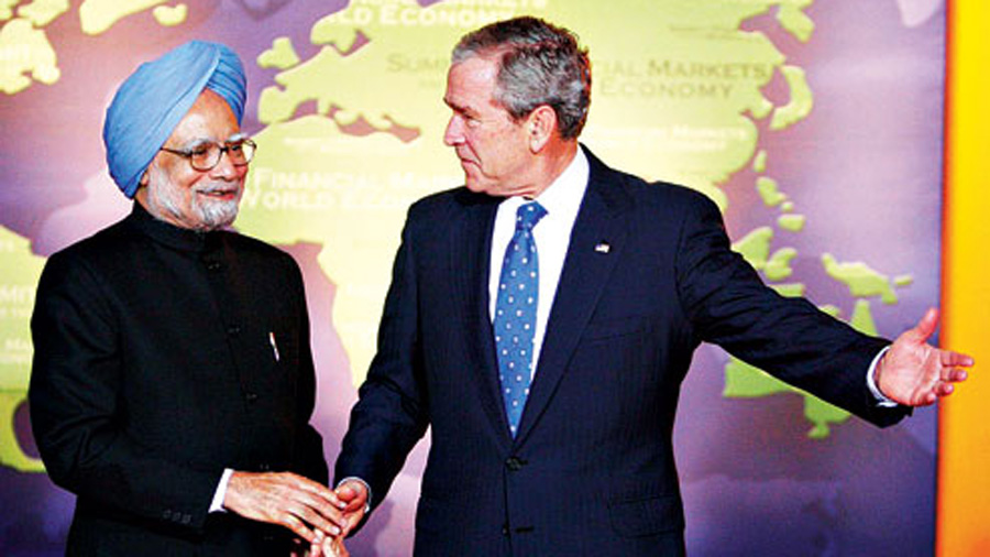Former US President George W. Bush and former Indian Prime Minister Manmohan Singh.