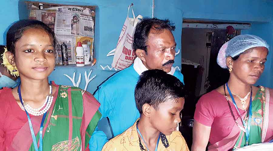 Bibhishan Hansda with his family the day Amit Shah had visited his home for lunch  in Bankura's Chaturdihi village
