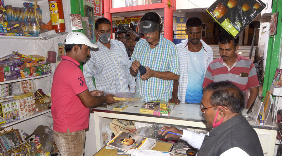 Residents of Dhanbad buying crackers for Diwali from a shop at Park Market in Hirapur before the announcement of the ban on Tuesday.