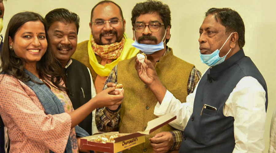 Leaders of the grand alliance offer sweets to chief minister Hemant Soren to celebrate byelection victories in Bermo and Dumka on Tuesday.