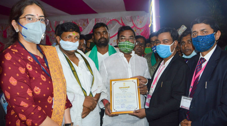 JMM candidate Basant Soren with his election certificate after he was announced the winner in the Dumka byelections.