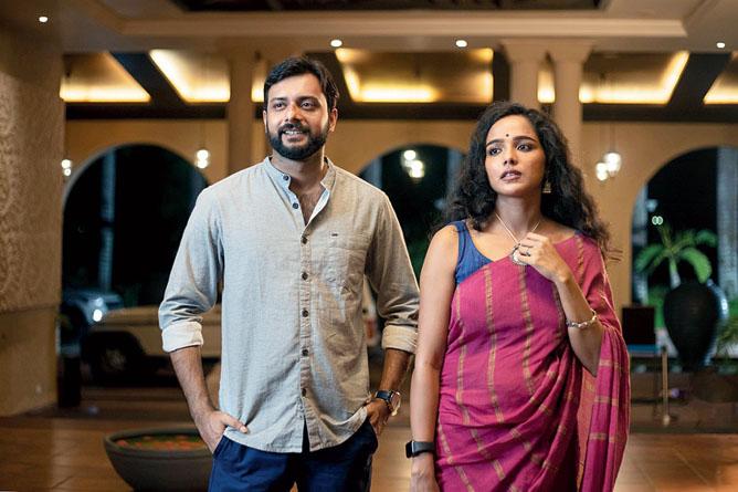 Indrasish and Tuhina in the Hoichoi web series Damayanti.