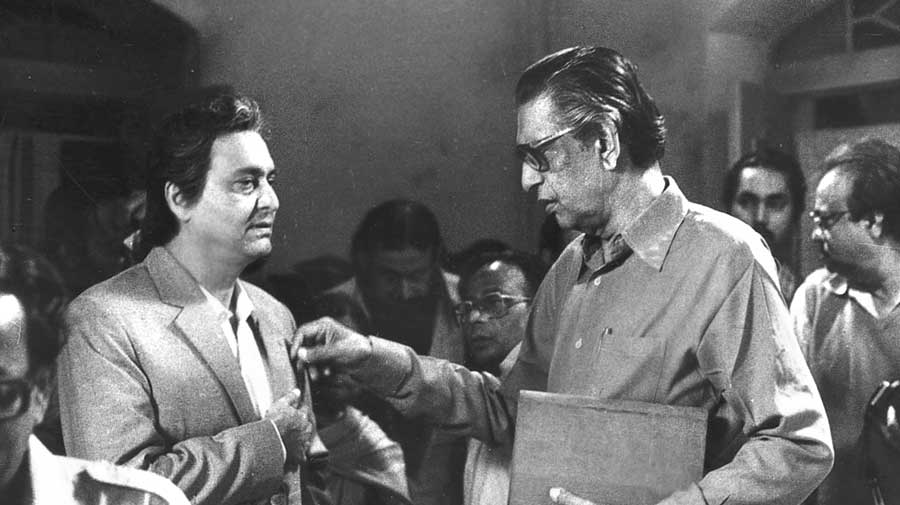 """Satyajit Ray directs Soumitra Chatterjee in Ganashatru (1990), based on Henrik Ibsen's An Enemy of the People. Soumitra's Dr Ashoke Gupta bears the brunt of religious dogma as he tries to spread awareness about an epidemic caused by a temple's """"holy water"""""""