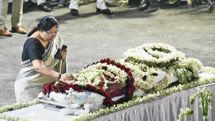 Soumitra Chatterjee's daughter Poulami Bose pays tribute to her father at Rabindra Sadan on Sunday.
