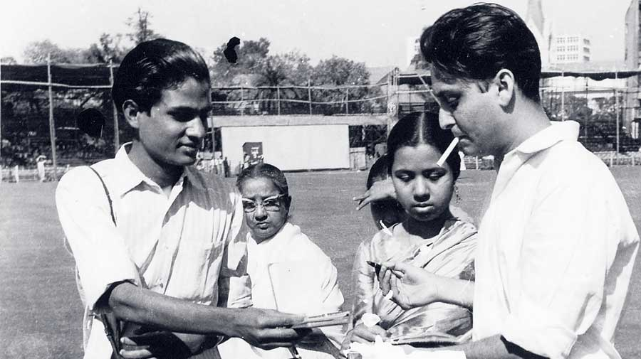 A young Soumitra Chatterjee signs autographs for his fans at the Eden Gardens. The actor had completely changed his handwriting for Charulata. Director Satyajit Ray, a master calligrapher too, had pointed out to the actor that since Rabindranath Tagore had written Charulata, it would have to be understood that the time he was depicting was the pre-Tagore era. Ray had asked Chatterjee to master the pre-Tagore longhand. Chatterjee practised day and night for six-seven months and altered his handwriting.