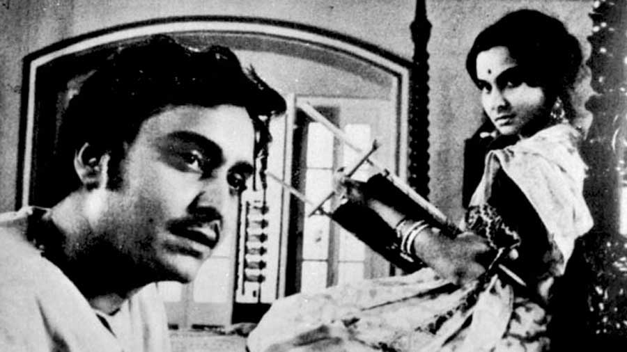 Soumitra Chatterjee with Madhabi Mukherjee in Charulata