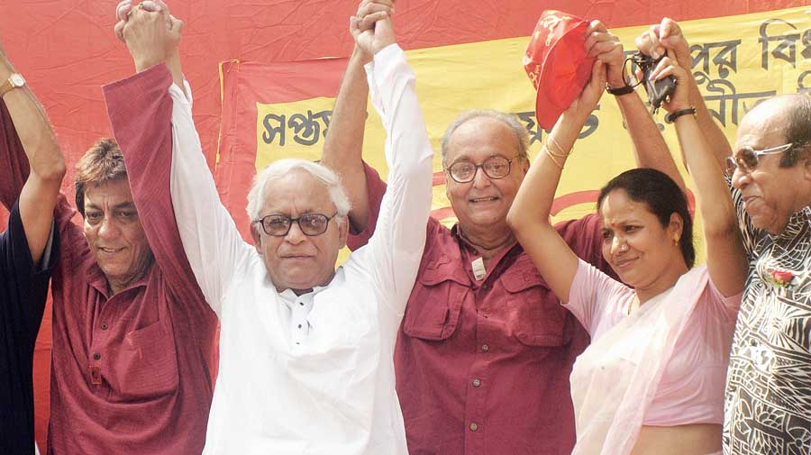 Soumitra Chatterjee with then chief minister Buddhadeb Bhattacharjee and others at an event in 2006