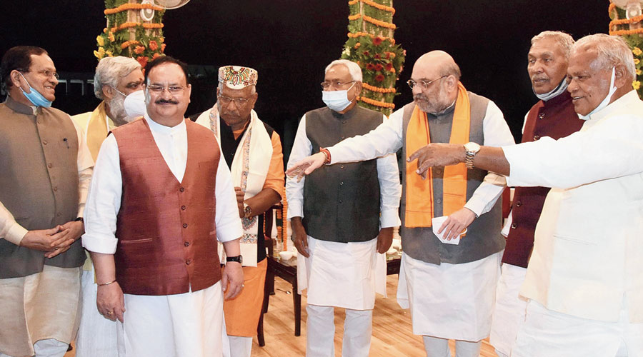 An unwitting display of the new power equations in Bihar.  Union home minister Amit Shah (third from right) and BJP national president JP Nadda (second from left) after Nitish Kumar (on Shah's right) took oath for a fresh term  in Patna on Monday.