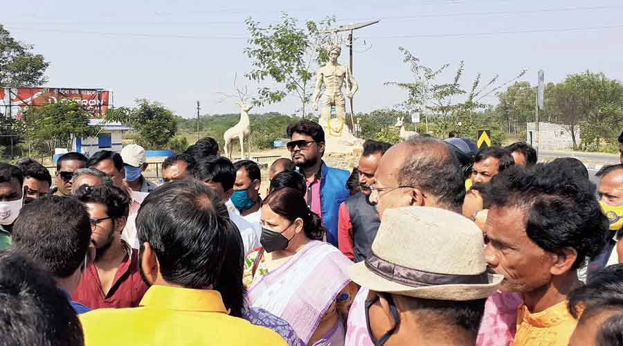 Leaders of Trinamul and tribal outfits during a search for the site of Birsa Munda's statue  in Bankura on Monday