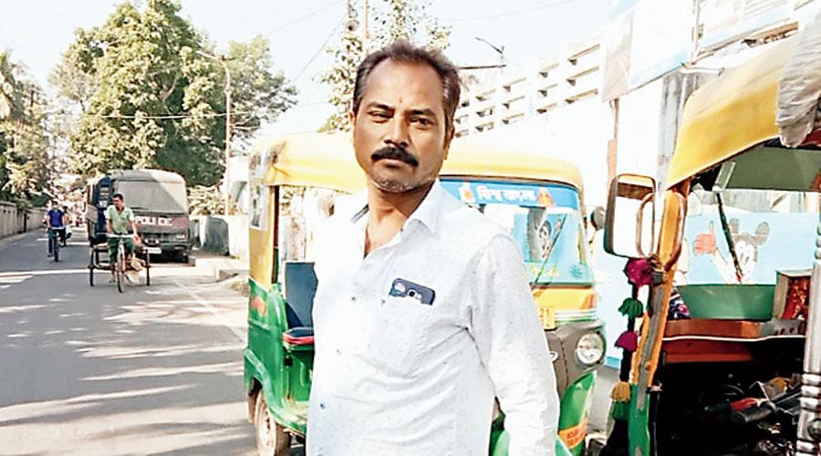 Basirhat auto driver spends savings for his idol Netaji - Telegraph India