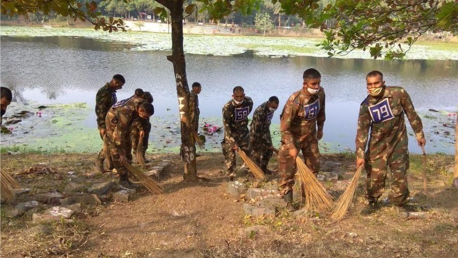 BSF jawans on their sanitation drive