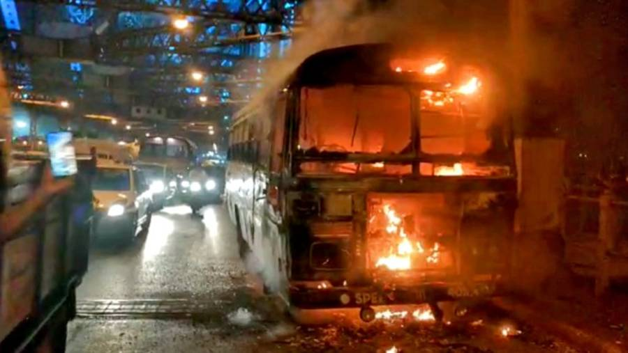 A minibus on the Howrah-Harinavi route caught fire near pillar No. 17 of the Howrah bridge