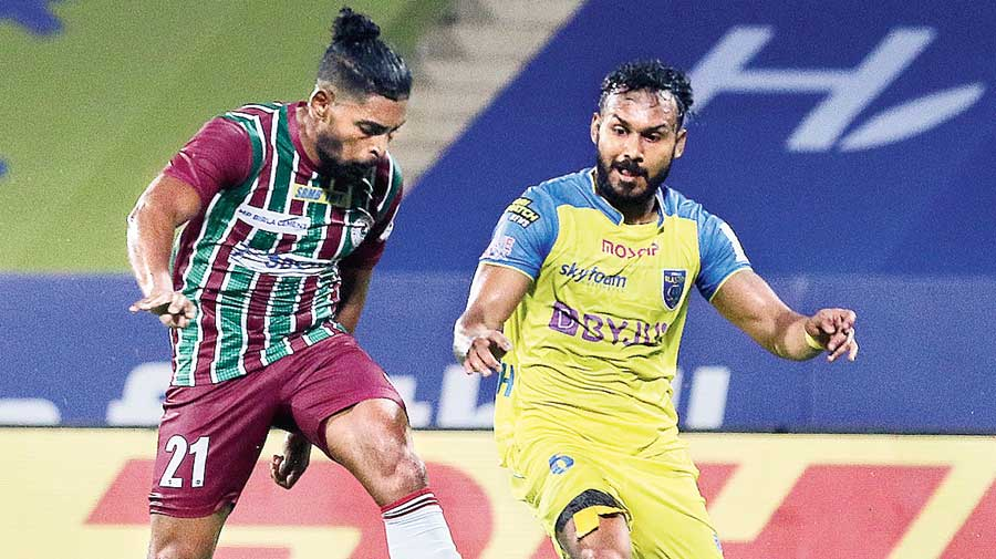 Roy Krishna (left) scores ATK Mohun Bagan's winner during the ISL VII season opener against Kerala Blasters at the GMC Stadium in Bambolim, Goa, on Friday.