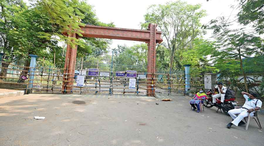 A barricaded entrance to Rabindra Sarobar on Friday