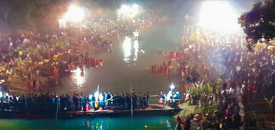 Devotees throng the banks of Chandwa River in Latehar on Saturday.
