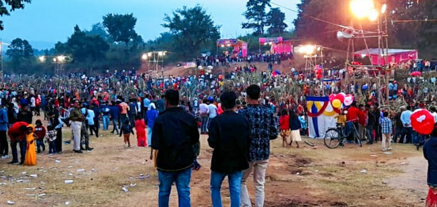 The crowd at Chandwa River in Latehar on Saturday.