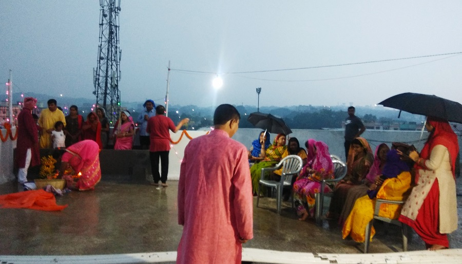 Devotees perform Chhath rituals amid rain at the rooftop of a building at Ghorabandha in Telco on Saturday morning.
