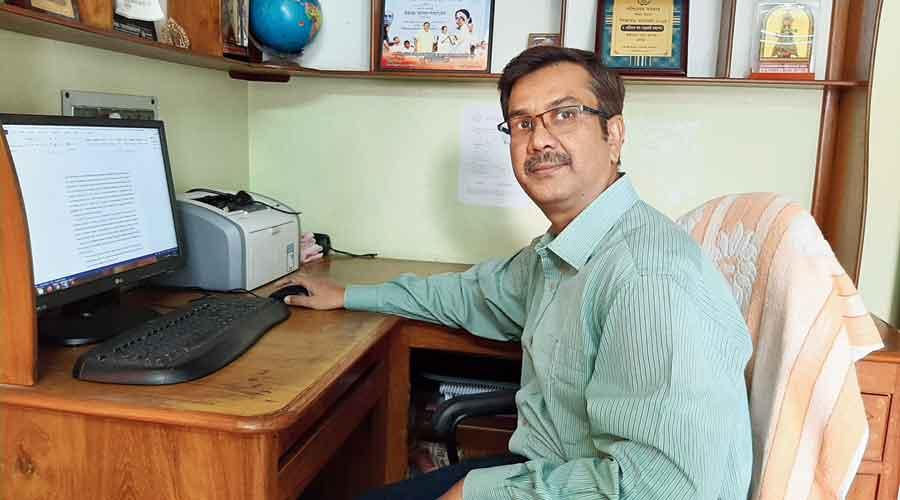 Kalidas Das works at home in Kalyani on Friday