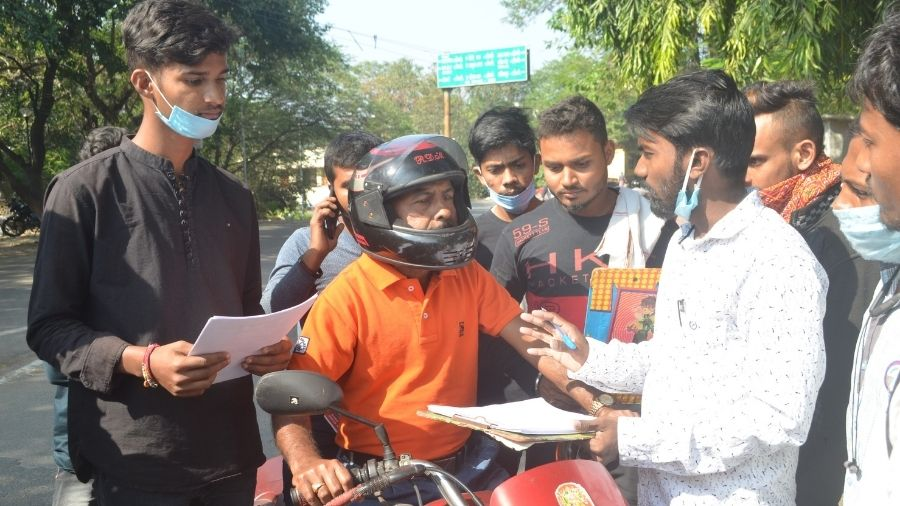 Members of the All Jharkhand Student Union (AJSU) student wing carrying signature campaign at Randhir Verma Chowk in Dhanbad on Sunday