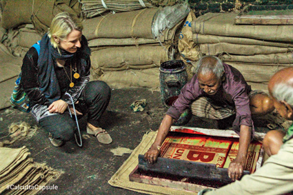 Eat Pray Love author Elizabeth Gilbert participated in Calcutta Capsule's Calcutta Contrast Tour, where she is seen taking in the process of jute bag printing