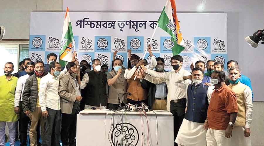 Anwar Pasha (wearing a cap), along with his supporters, accepts a Trinamul flag in Calcutta on Monday