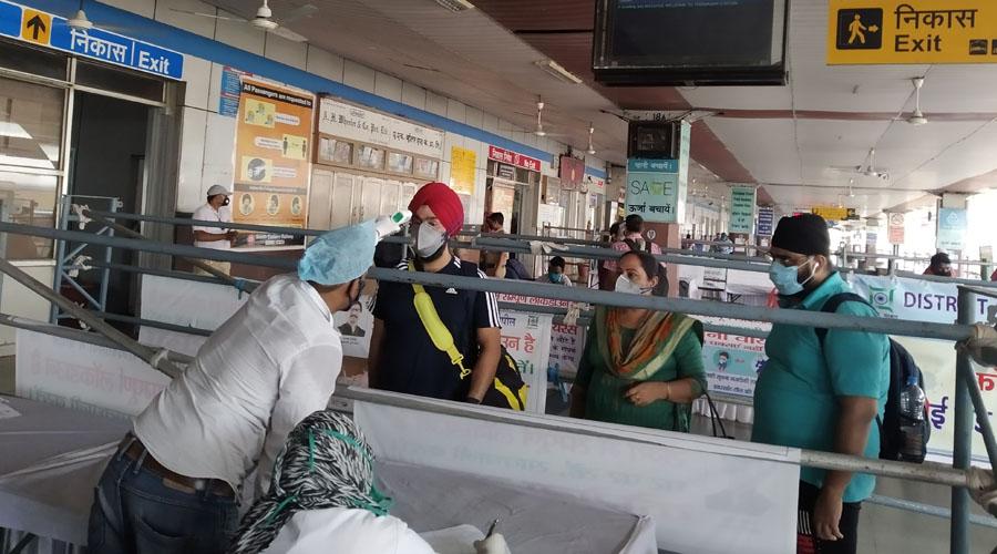 Passengers are being subjected to Coronavirus test at Tatanagar railway station in Jamshedpur.