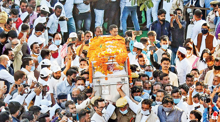 People carry the mortal remains of former Assam chief minister Tarun Gogoi in Guwahati on Tuesday.