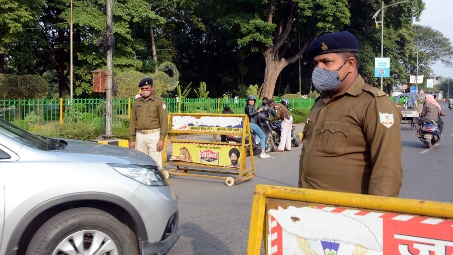 Policemen check cars to ensure those inside are wearing masks at Bistupur in Jamshedpur on Wednesday.