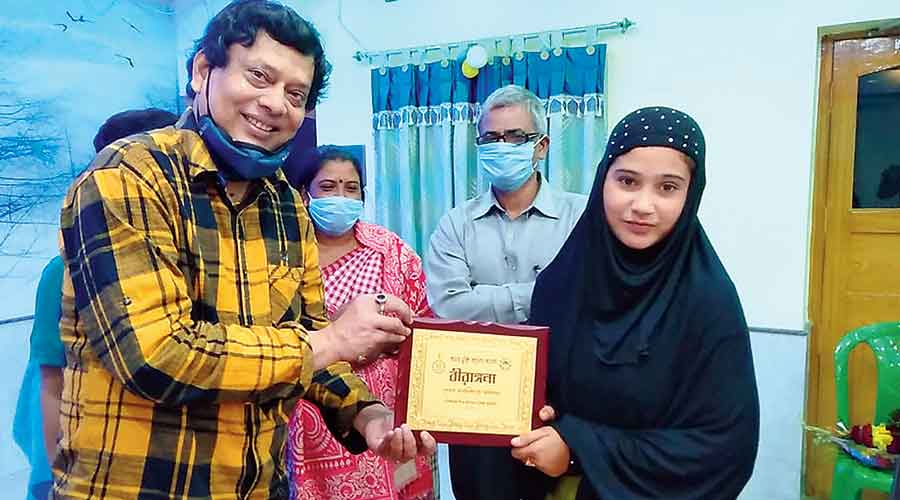 "Nurbanu Khatun receives the ""Birangana"" award from BDO Raja Bhowmick on Tuesday."