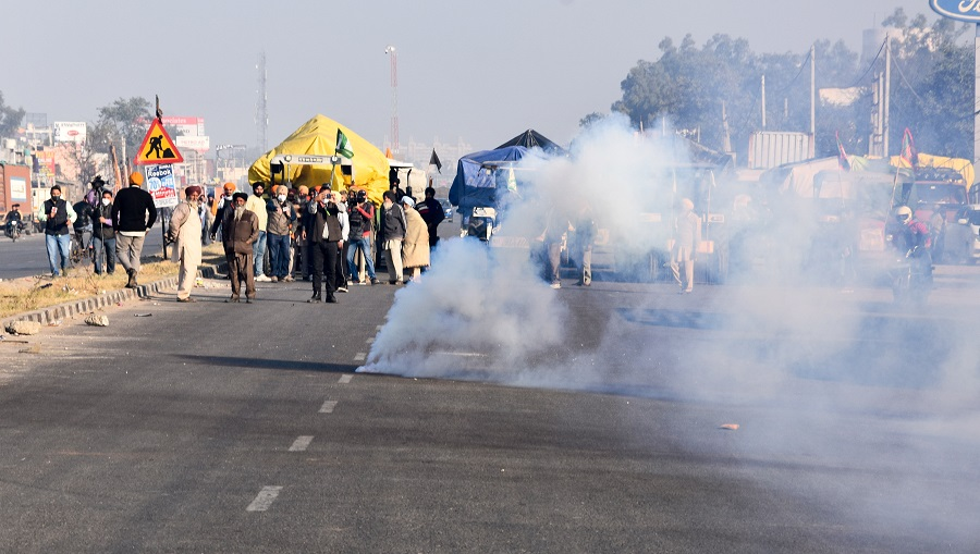 The Delhi Police on Friday used tear gas shells to disperse a group of farmers who had reached the Singhu border as part of their 'Delhi Chalo' march to protest against the Centre's new farm laws, a senior police officer said.  The shells were fired at the border point which connects Delhi with Haryana.  The police officer said,