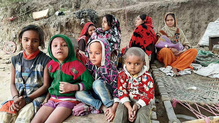 Children from Sujabad slum after being displaced.