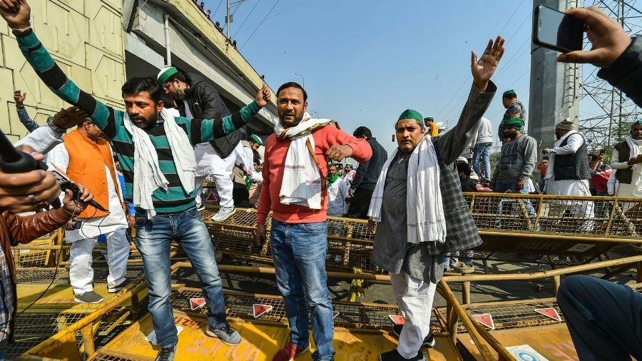 Bharatiya Kisan Union (BKU) members raise slogans during their protest at the Ghazipur border on Sunday.