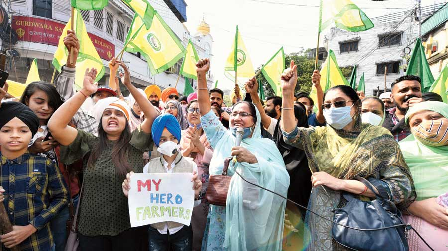 Protesters raise slogans on Harish Mukherjee Road on Sunday against  the recently passed farm laws.