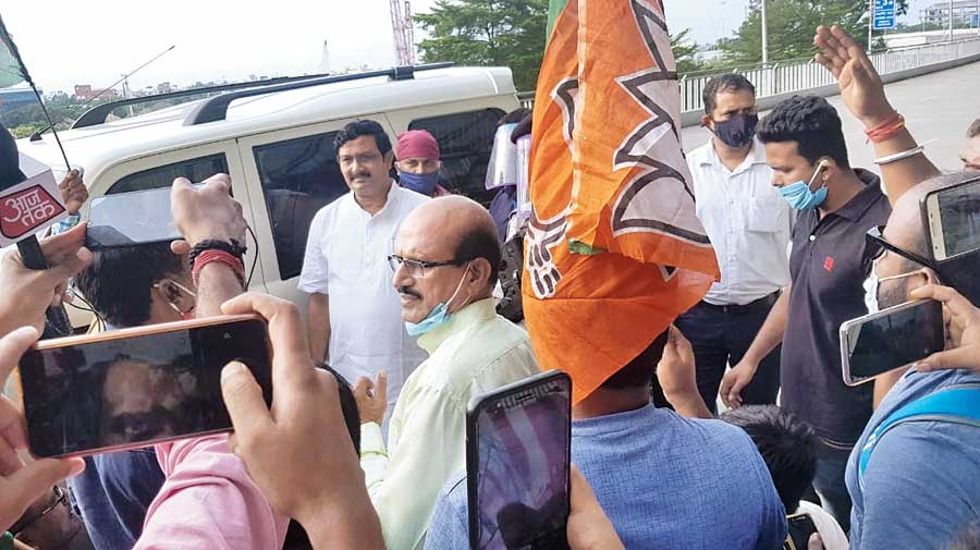 Rahul Sinha being surrounded by his supporters at the Calcutta airport on Wednesday.