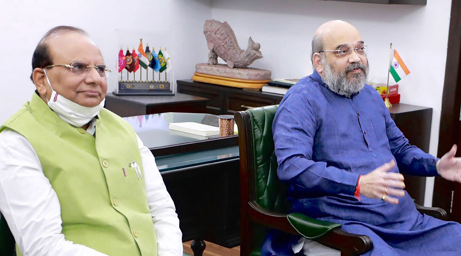 Union home minister Amit Shah on Wednesday distributed 200 electric potter wheels and other equipment to 200 families of the marginalised Kumhar community in Gujarat via videoconferencing from New Delhi.