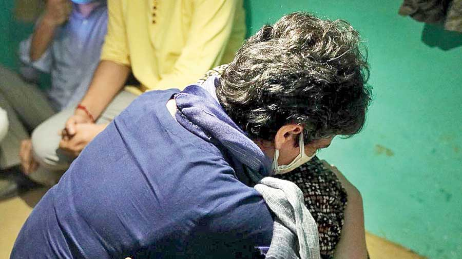 Hathras rape case: Yogi yields, Congress team meets family
