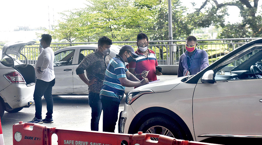 A Patuli resident being fined Rs 400 for keeping his car parked in front of the terminal for more than the stipulated 10 minutes