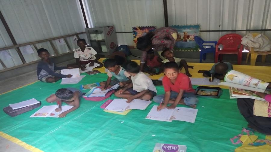 The new community library shed at Jaskandih.