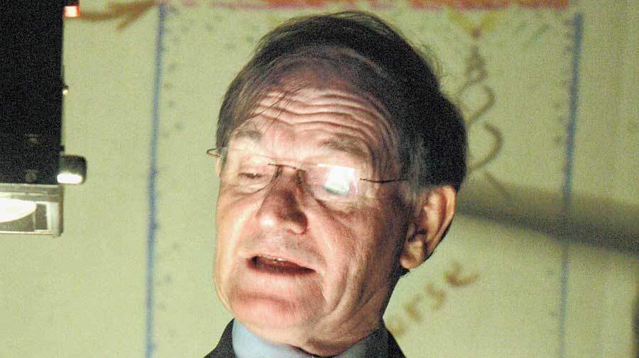 Roger Penrose at the Indian Association for the Cultivation of Science on November 7, 2006.