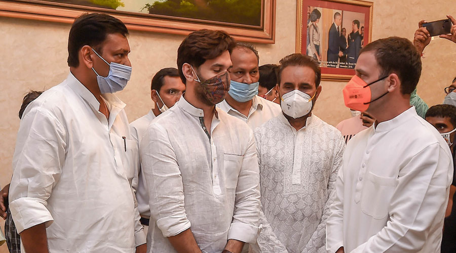 Congress leader Rahul Gandhi with Chirag Paswan, son of Union minister Ram Vilas Paswan, while paying tribute to the late Lok Janshakti Party leader in New Delhi on Friday.