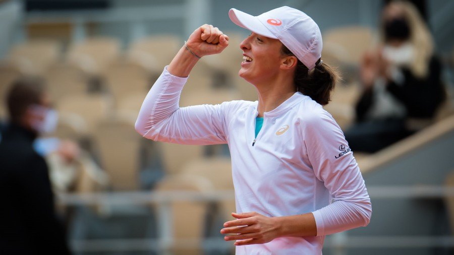 Swiatek beats Kenin for French Open title