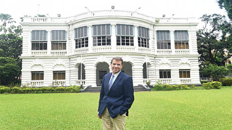 Consul general Manfred Auster in front of the German consulate building in Alipore