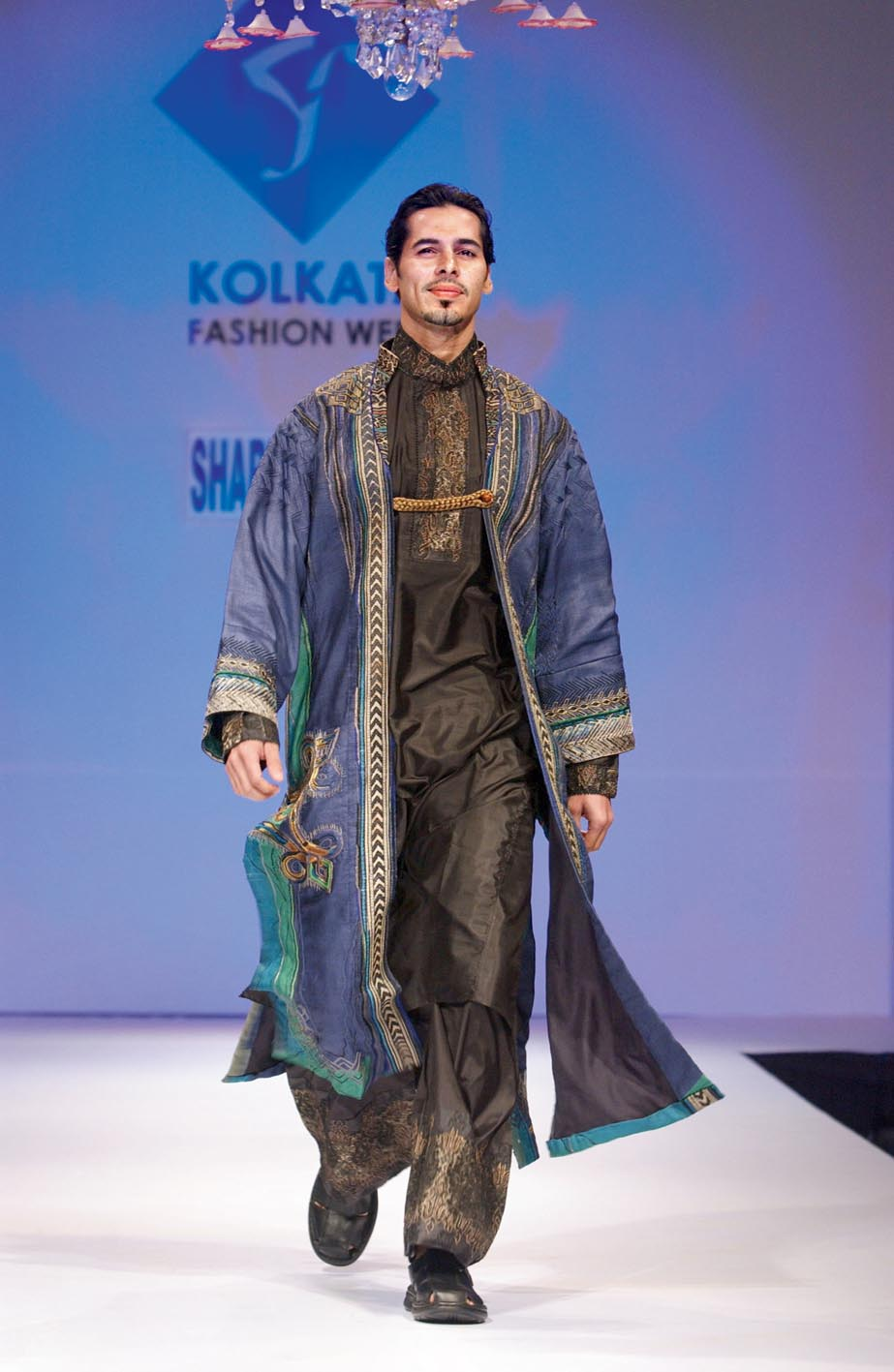 1. Dino Morea in Sharbari at Kolkata Fashion Week