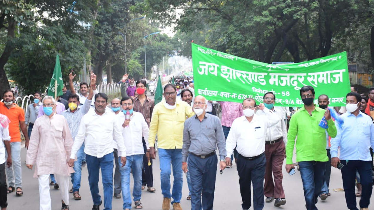 Employees and contract workers demonstrating against Bokaro Steel Plant.