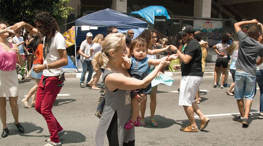 On Sundays, everyone on Avenida Paulista, no matter how old, shakes a leg