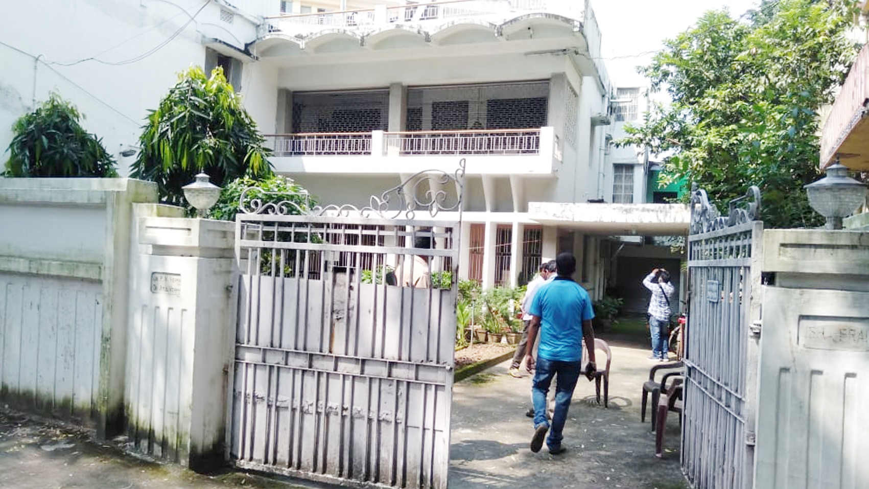 Robbery at Senior IPS officer's house in Dhanbad.