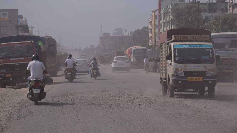 Dust cover over the NH-33 stretch that passes through Jamshedpur on Wednesday.