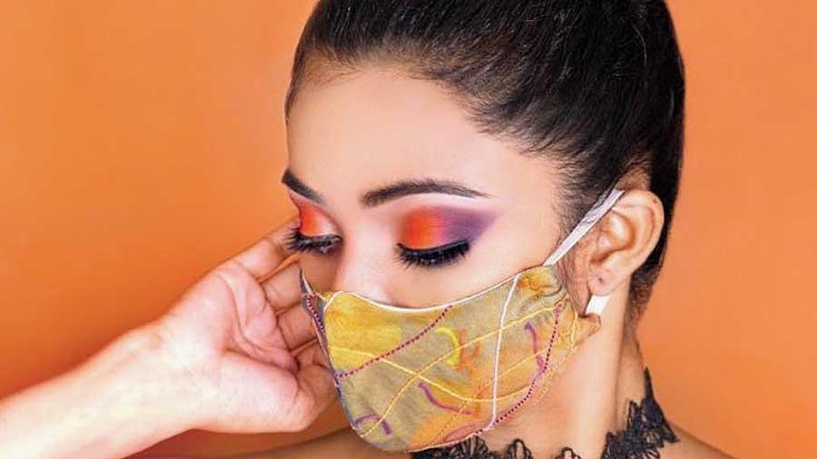 Make-up: Ishrat; Hairstyle: Bobby; Mask: Saloni Mehta; Model: Parnashree Halder
