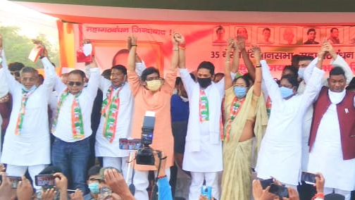 Chief minister, Hemant Soren supporting Congress candidate, Kumar Jaimangal  in public rally.