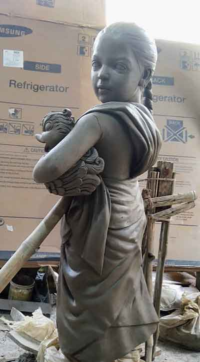 The idol of one of the daughters of the migrant worker, carrying a swan in her arms